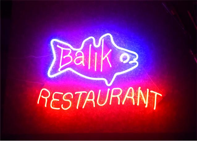 balık restaurant neon yazı