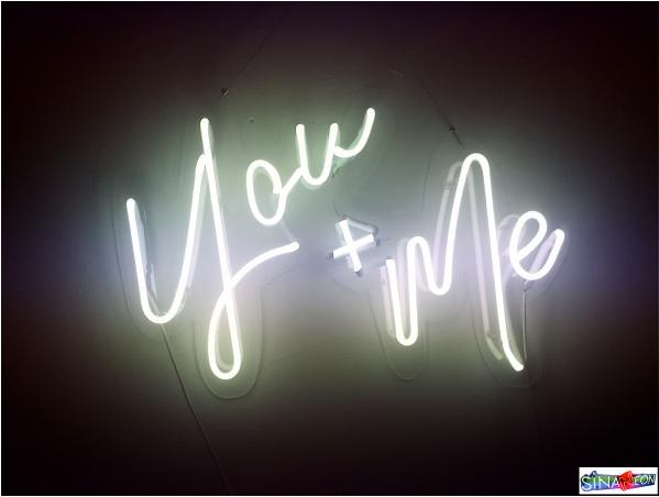 you & me neon ışıklı yazı